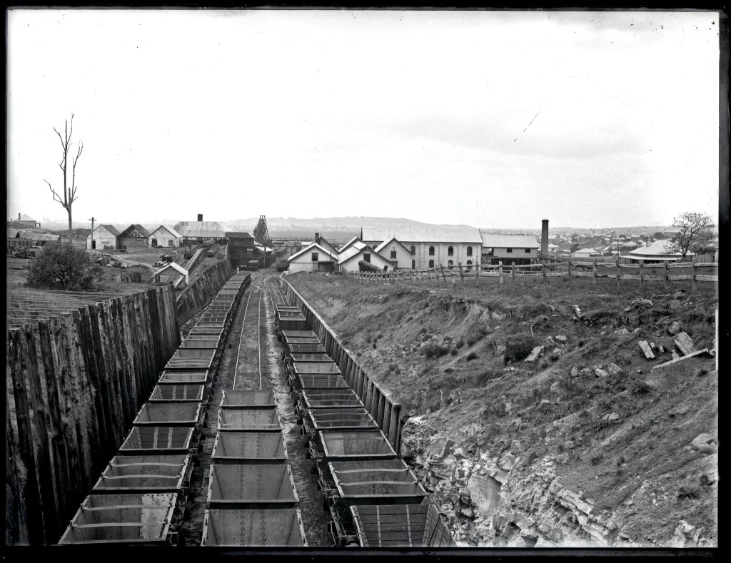 Lambton Colliery. Photo by Ralph Snowball. University of Newcastle Cultural Collections.