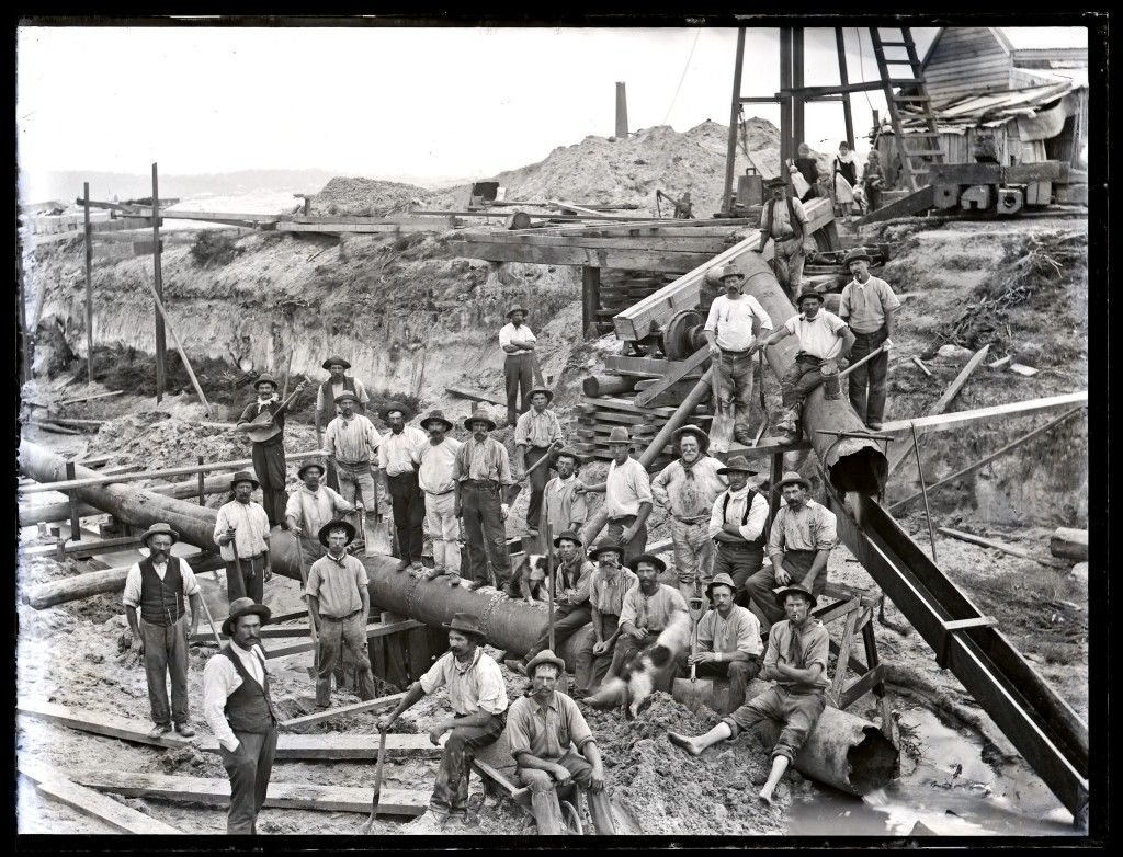 Drain construction workers at Broadmeadow, NSW, 6 April 1900