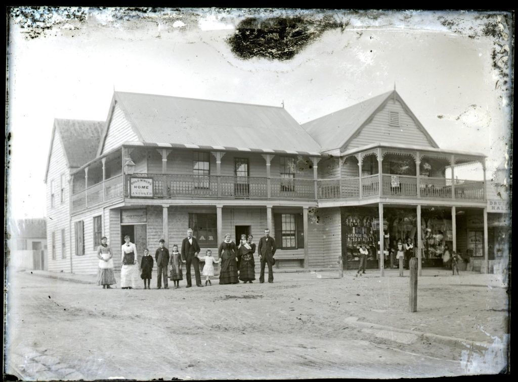 Stoker's Hotel. Photo by Ralph Snowball. University of Newcastle Cultural Collections.