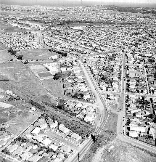 Aerial view of New Lambton showing Howe St bridge has been removed. William Keith Hilder, November 1965. Hunter PhotoBank, Newcastle Region Library.