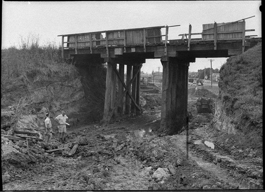 1957_lambton_railwaybridge