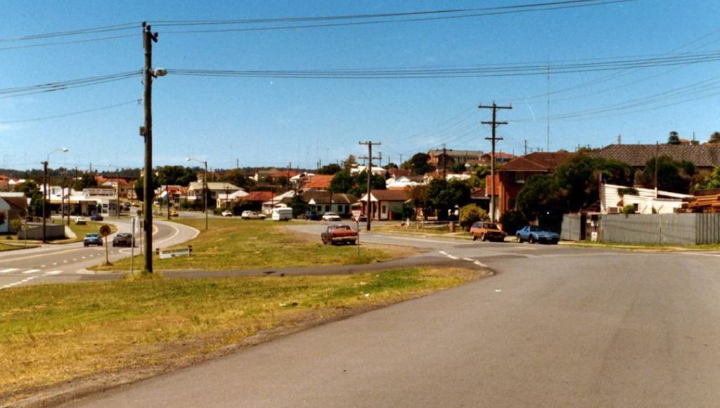 Site of the former coal rail bridges in 1986. Albert Bates.